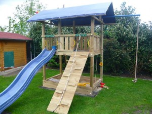 Spielturm Jungle Gym Barrack mit Sandkasten
